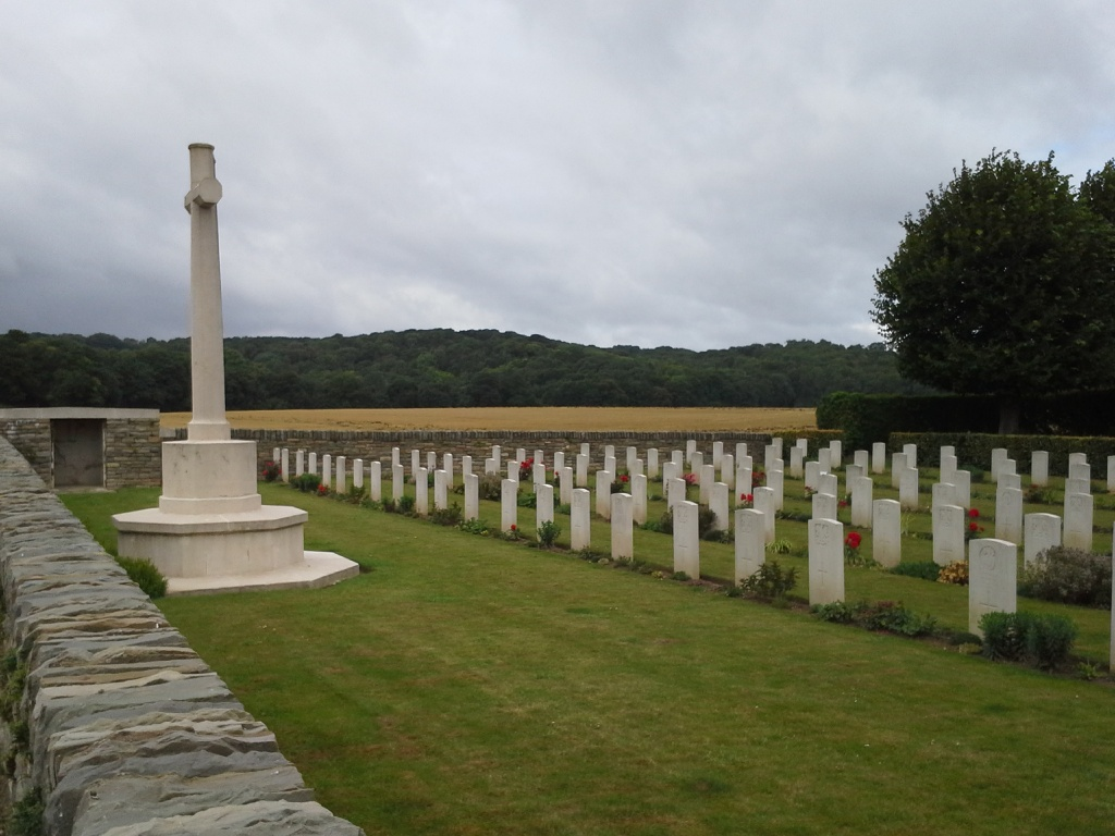 SUZANNE COMMUNAL CEMETERY EXTENSION - CWGC