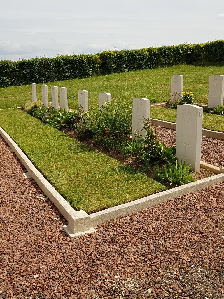 ECLUSIER COMMUNAL CEMETERY, ECLUSIER-VAUX - CWGC