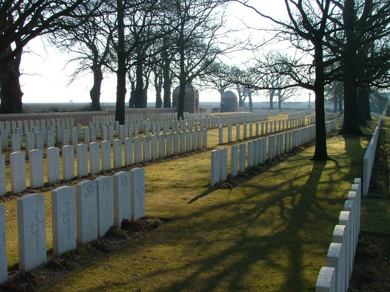 SUCRERIE MILITARY CEMETERY, COLINCAMPS - CWGC