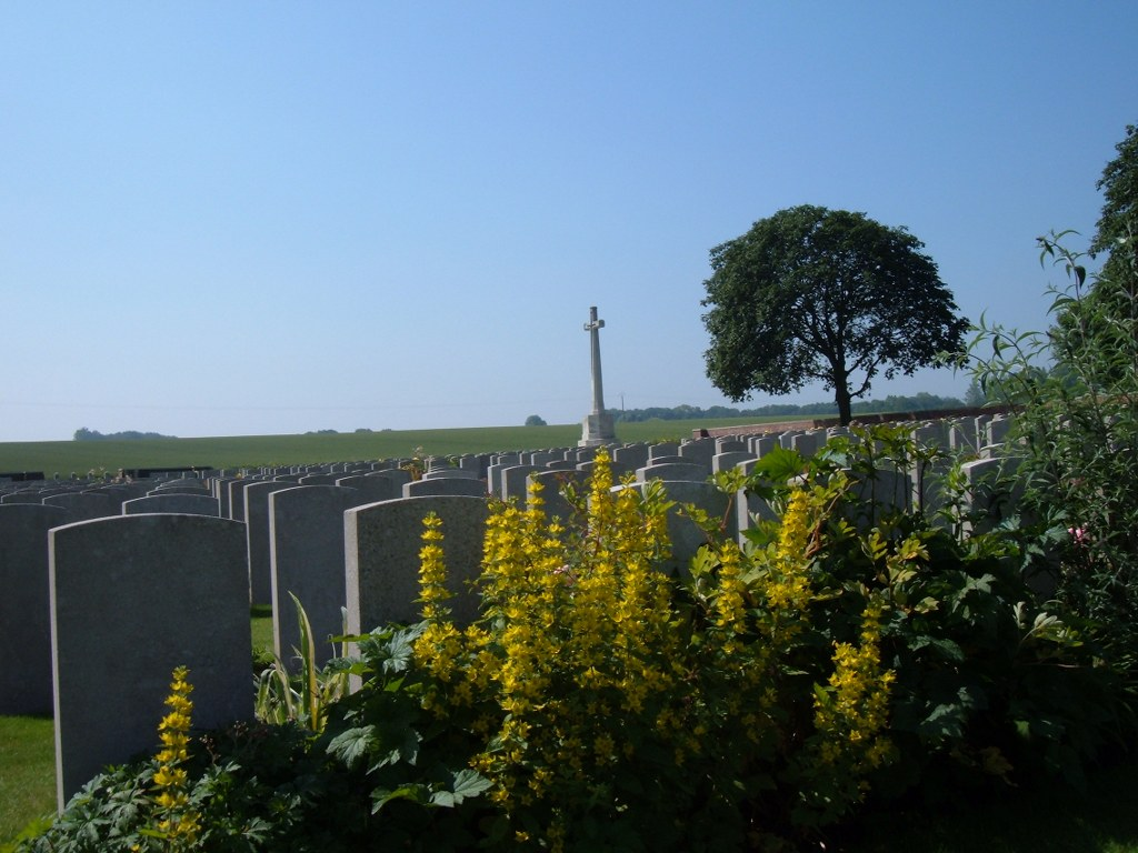 QUEANT ROAD CEMETERY, BUISSY - CWGC