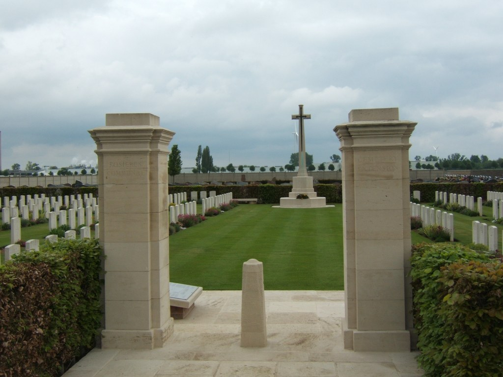 ROSIERES COMMUNAL CEMETERY EXTENSION - CWGC