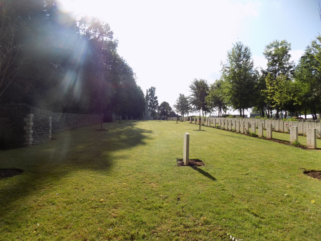 ECOUST MILITARY CEMETERY, ECOUST-ST. MEIN - CWGC