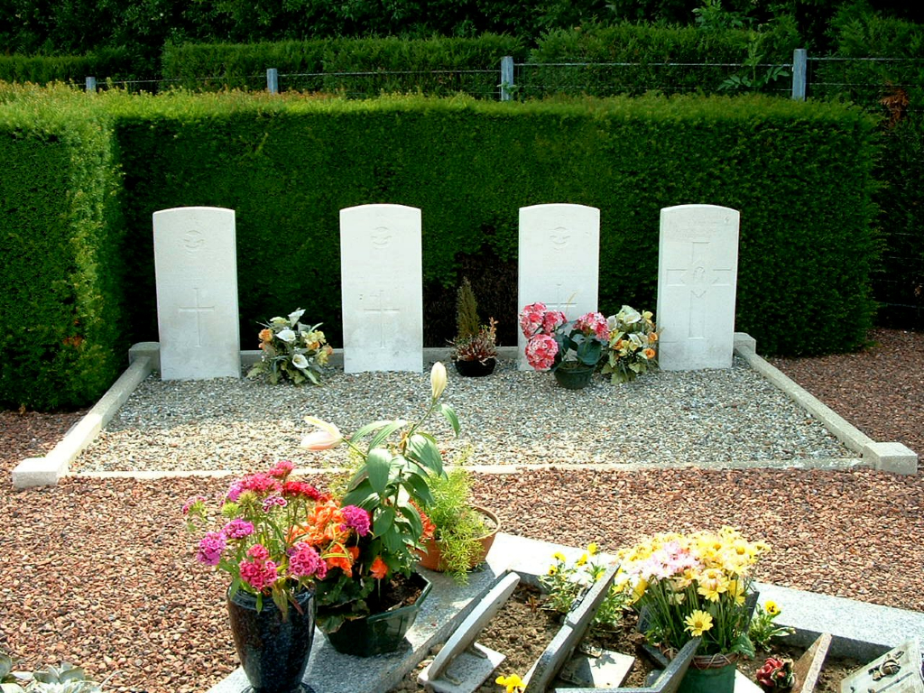 SIN-LE-NOBLE COMMUNAL CEMETERY - CWGC