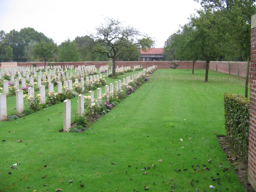 HEBUTERNE MILITARY CEMETERY - CWGC