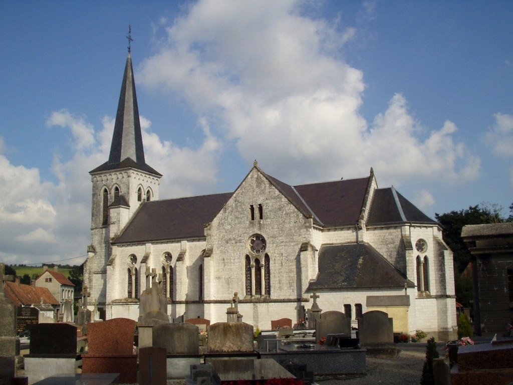 BEUSSENT CHURCHYARD - CWGC