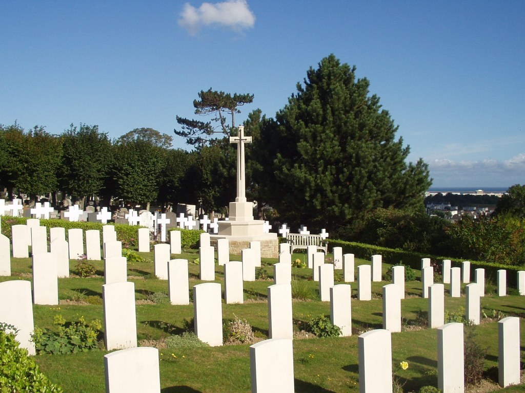 CHERBOURG OLD COMMUNAL CEMETERY - CWGC