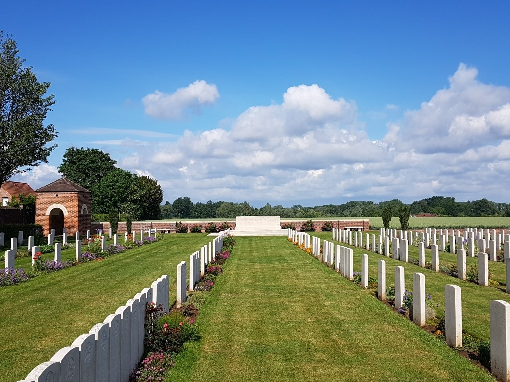 CAMBRIN MILITARY CEMETERY - CWGC