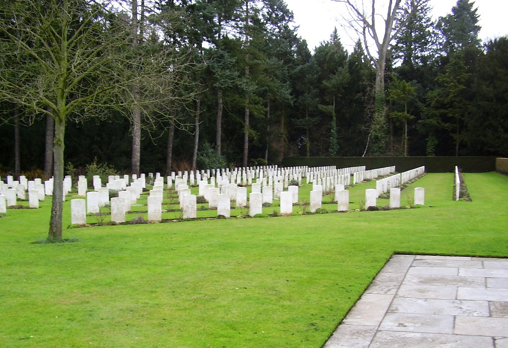 COLOGNE SOUTHERN CEMETERY - CWGC