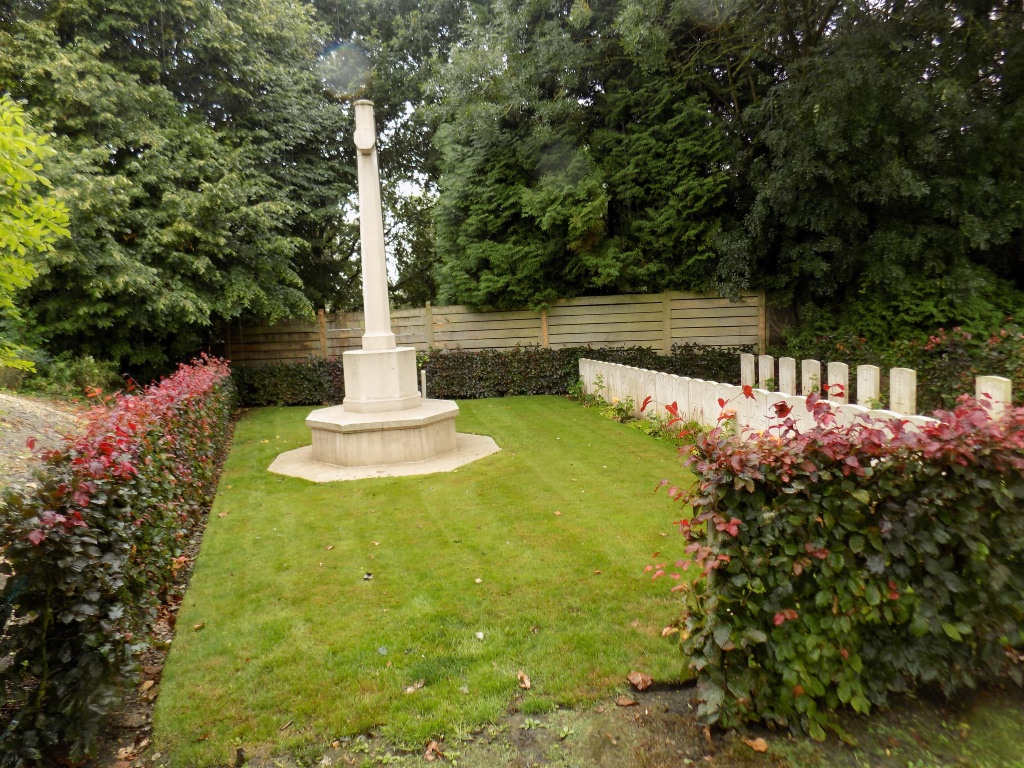 RONSSOY COMMUNAL CEMETERY - CWGC