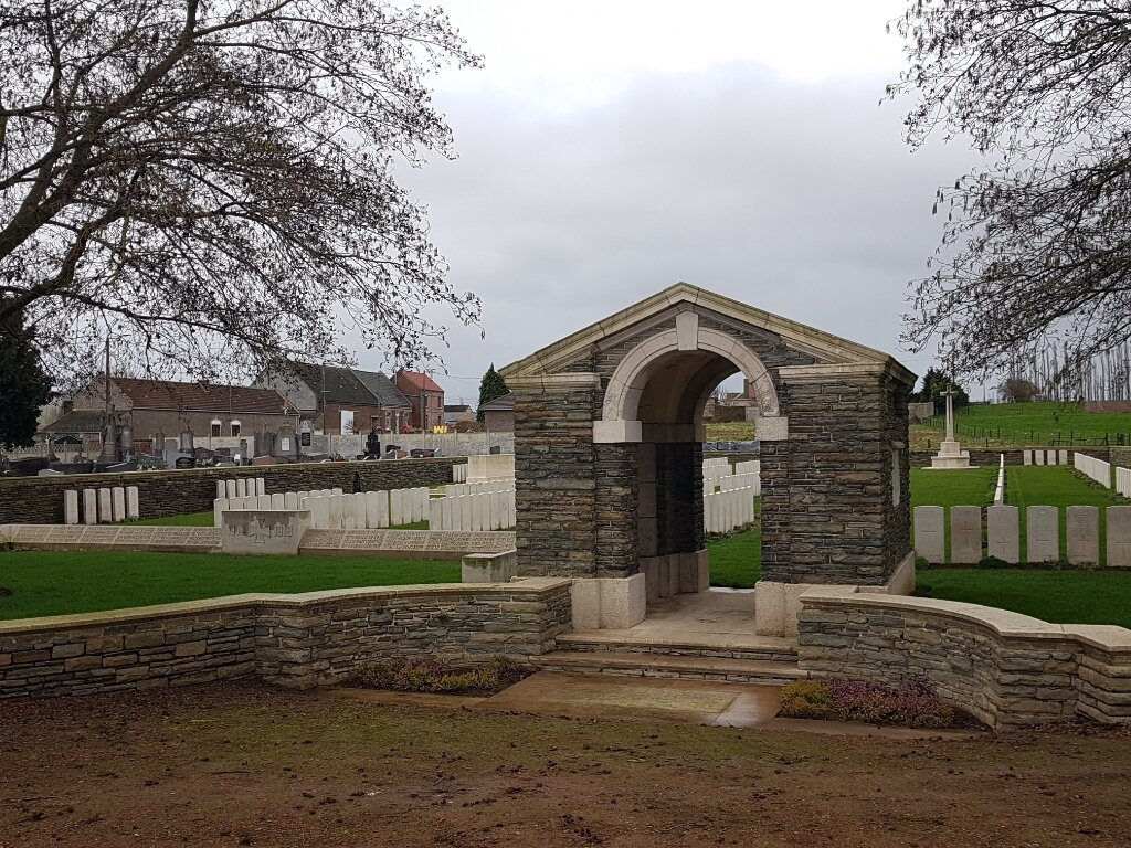 MOEUVRES COMMUNAL CEMETERY EXTENSION - CWGC
