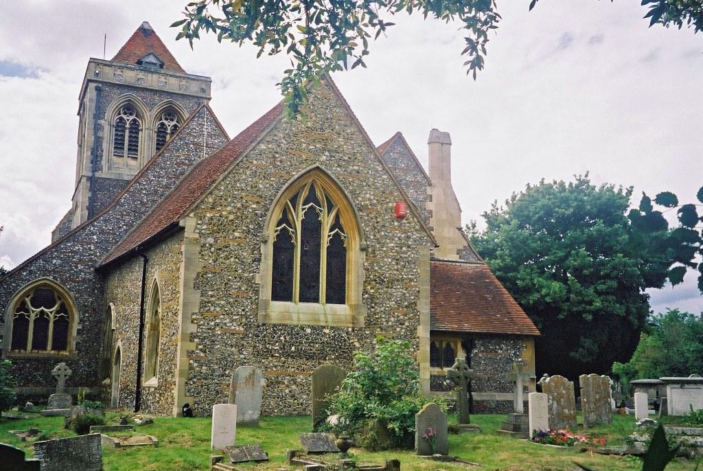 FARNHAM ROYAL (ST. MARY) CHURCHYARD - CWGC