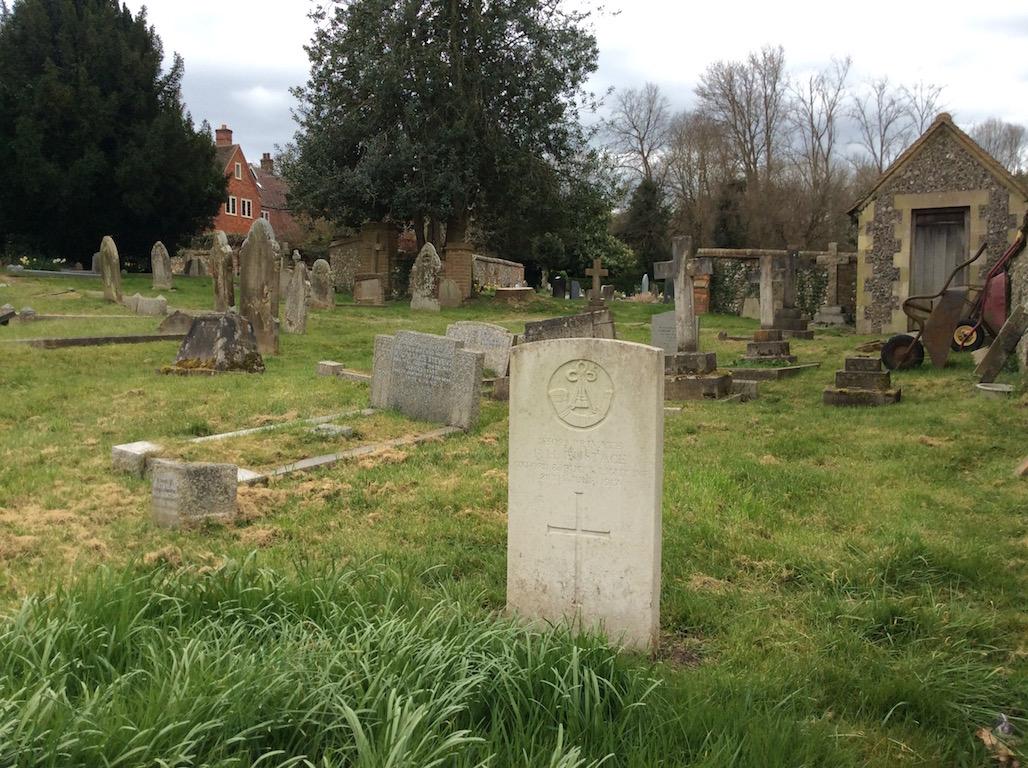 TYLERS GREEN (ST. MARGARET) CHURCHYARD - CWGC