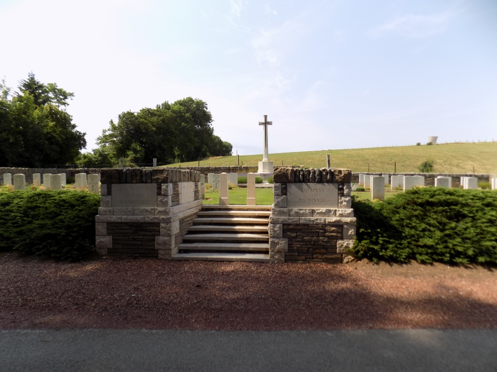 LE FERMONT MILITARY CEMETERY, RIVIERE - CWGC