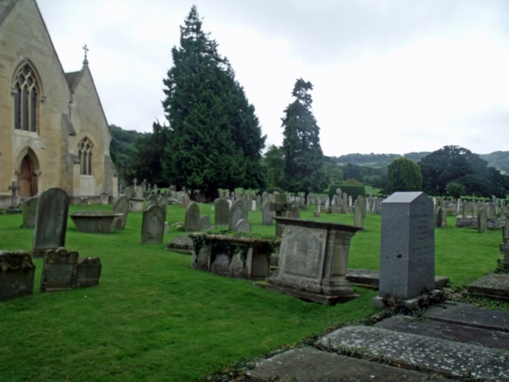 LECKHAMPTON (ST. PETER) CHURCHYARD - CWGC