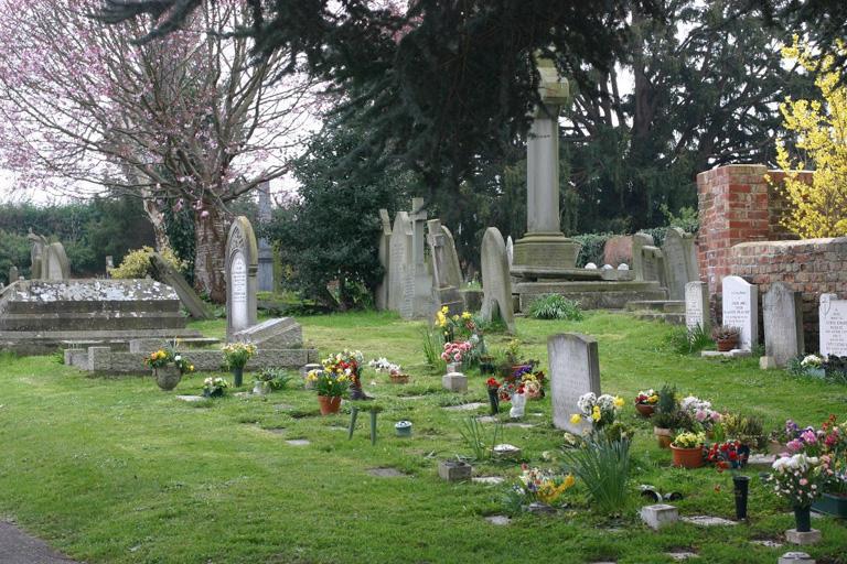 SWINDON (ST. LAWRENCE) CHURCHYARD - CWGC