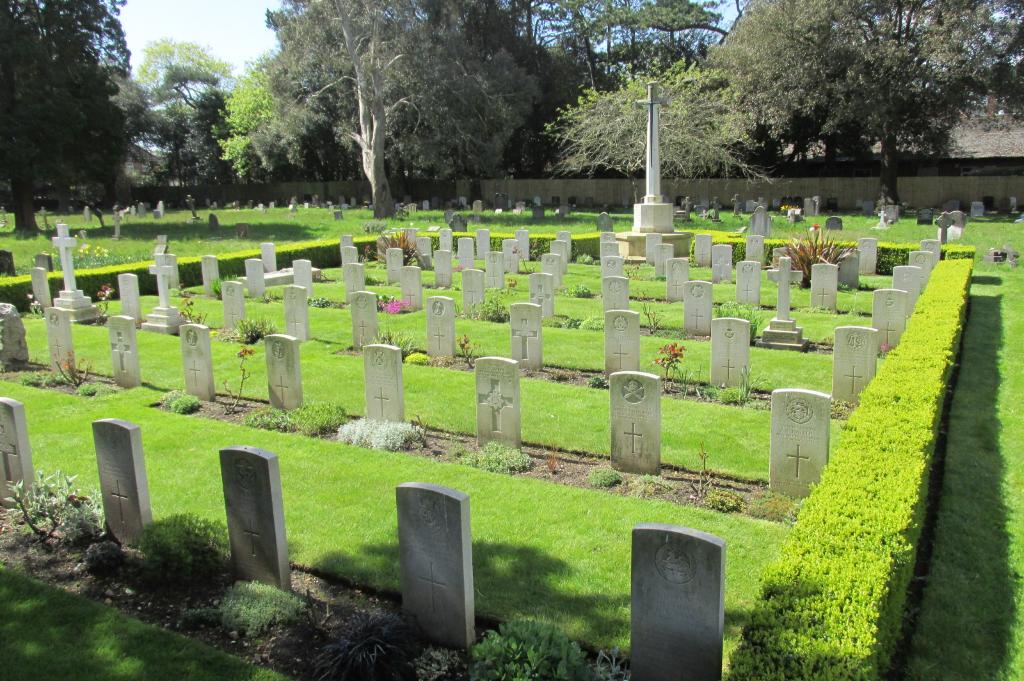 BOURNEMOUTH EAST CEMETERY - CWGC