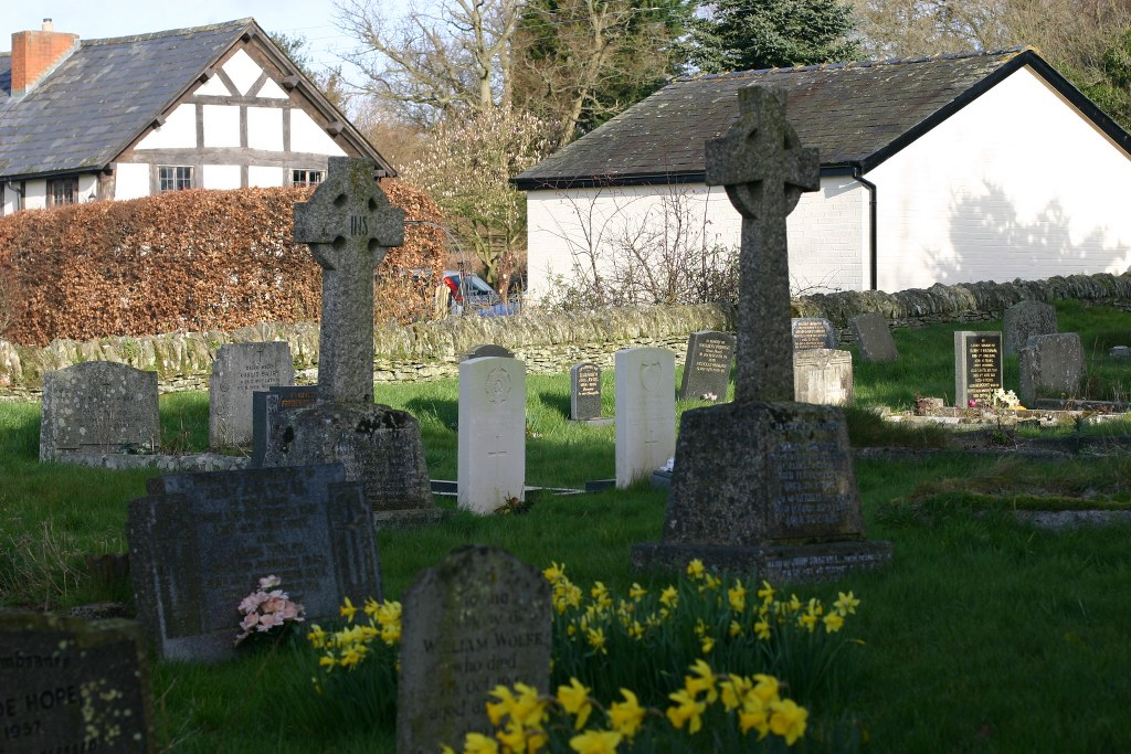 ALMELEY (ST. MARY) CHURCHYARD - CWGC