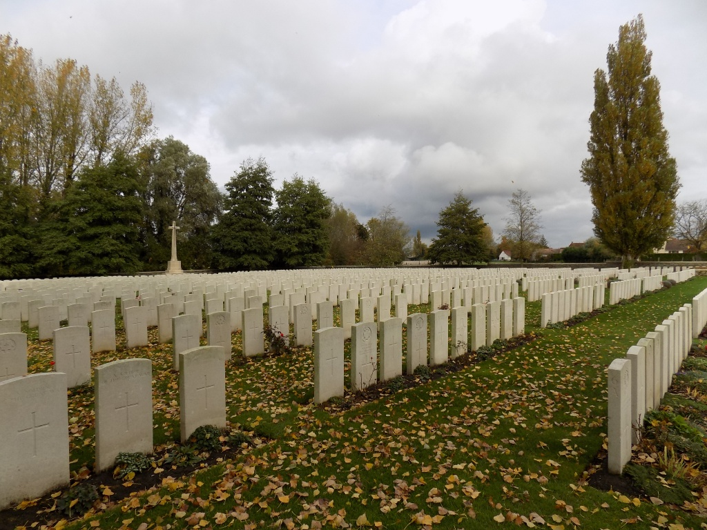 GUARDS CEMETERY, WINDY CORNER, CUINCHY - CWGC