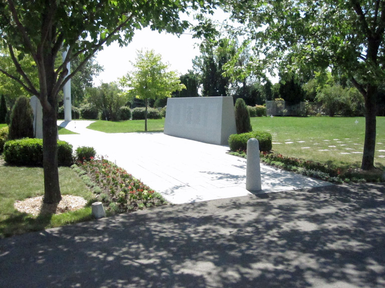 THE QUEBEC MEMORIAL, POINTE CLAIRE FIELD OF HONOUR - CWGC