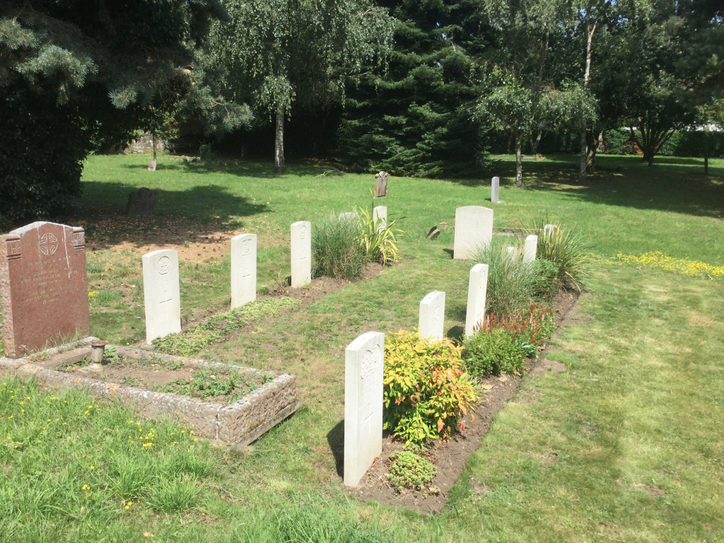 AYLESFORD (SS. PETER AND PAUL) CHURCHYARD - CWGC