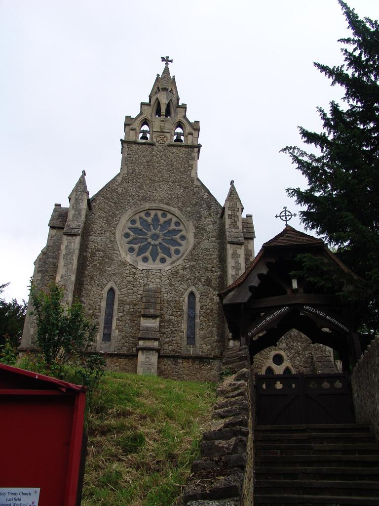 LARKFIELD (HOLY TRINITY) CHURCHYARD - CWGC
