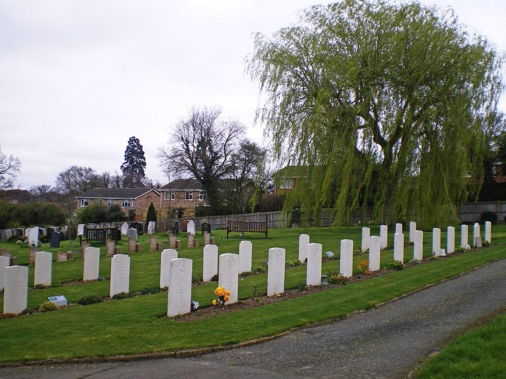 TONBRIDGE CEMETERY - CWGC