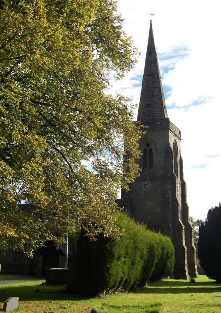 IBSTOCK (ST. DENYS) CHURCHYARD - CWGC