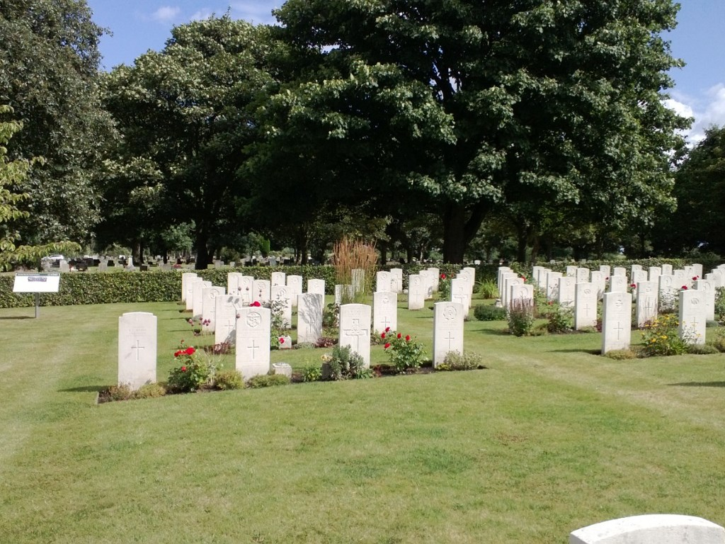 GRIMSBY (SCARTHO ROAD) CEMETERY - CWGC