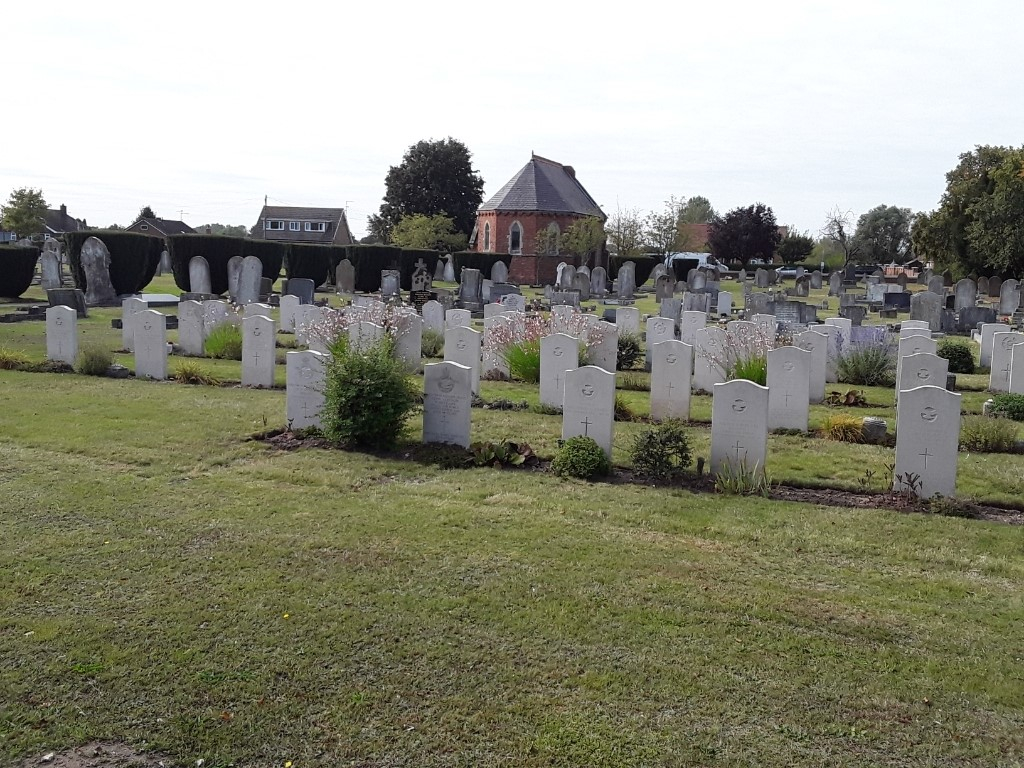 CONINGSBY CEMETERY - CWGC