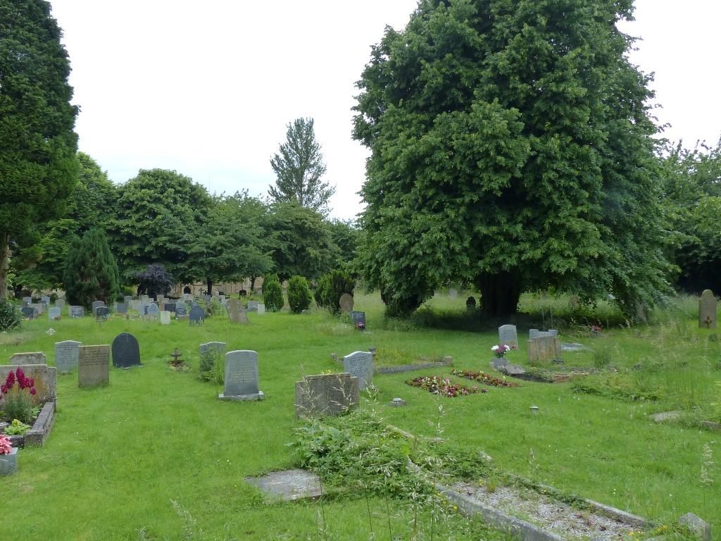 YARDLEY HASTINGS (ST. ANDREW) CHURCHYARD - CWGC