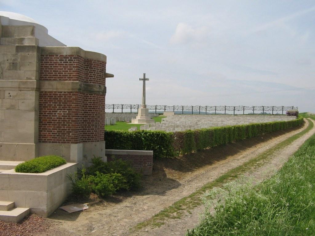DUISANS BRITISH CEMETERY, ETRUN - CWGC