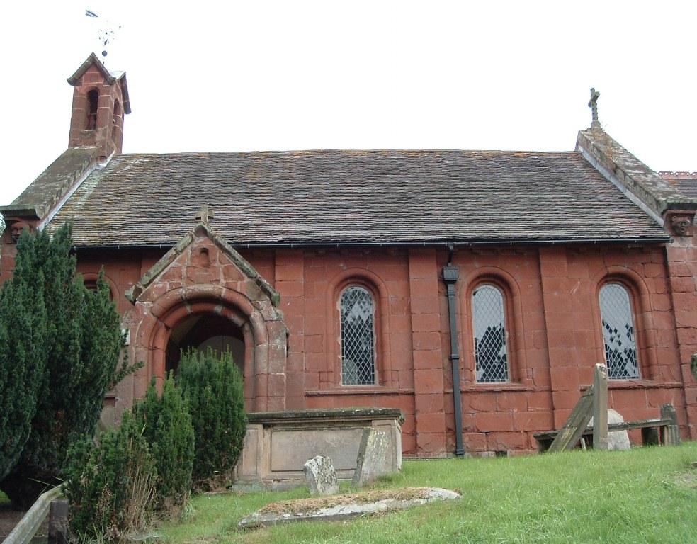 ALBRIGHTON (ST. JOHN THE BAPTIST) CHURCHYARD - CWGC