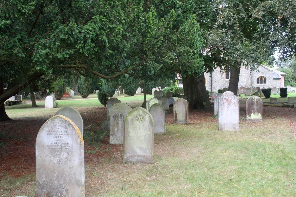 PIRBRIGHT (ST. MICHAEL AND ALL ANGELS) CHURCHYARD - CWGC