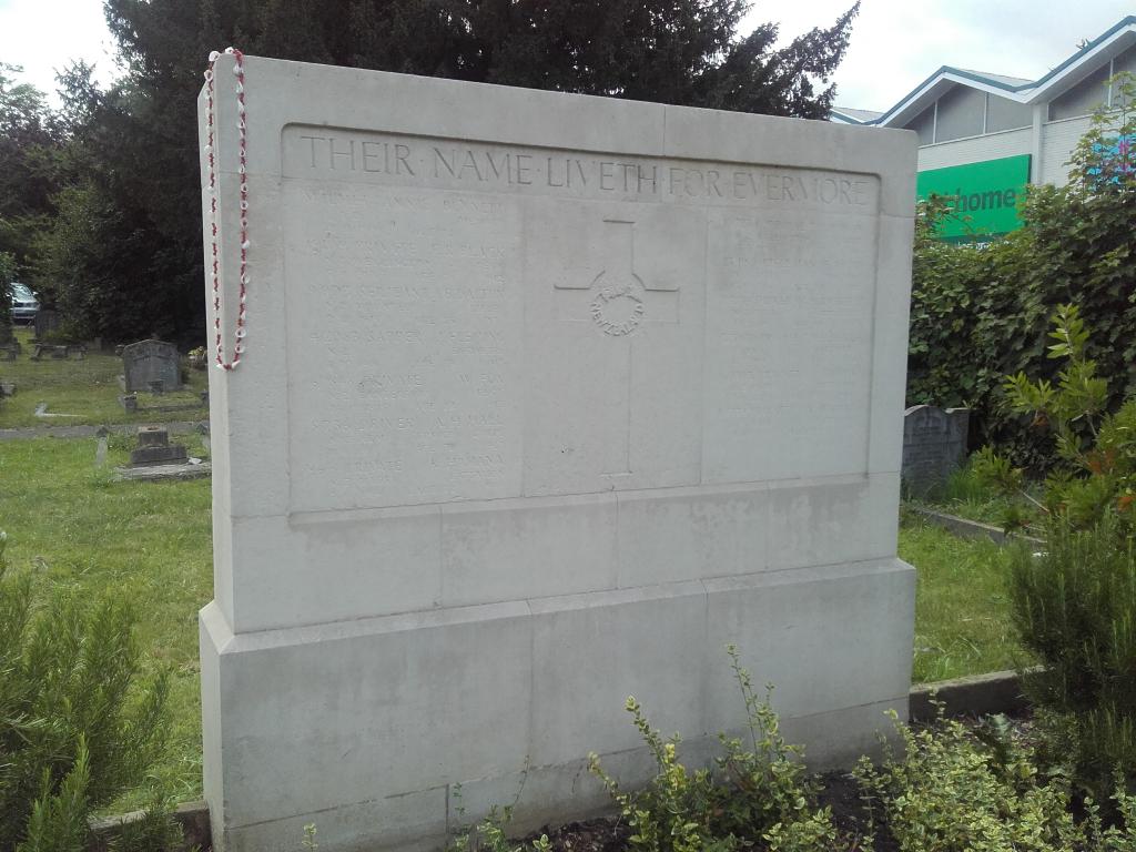 WALTON-ON-THAMES CEMETERY - CWGC