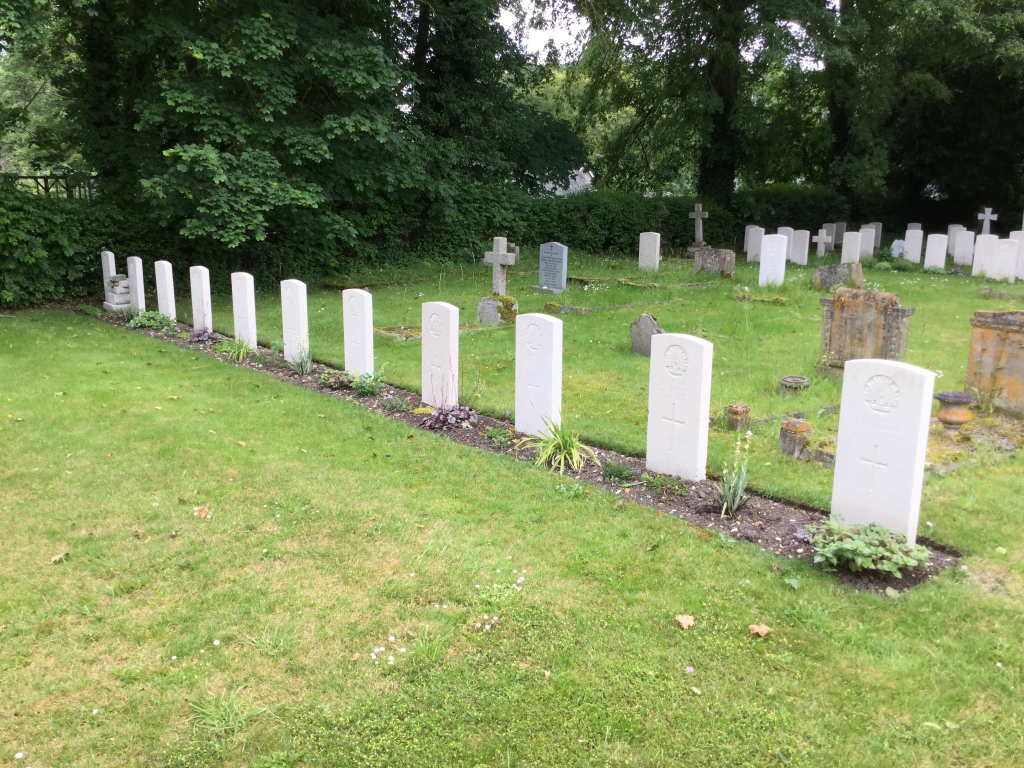 BULFORD CHURCH CEMETERY - CWGC