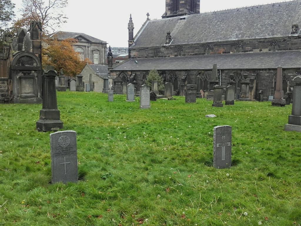 SOUTH LEITH PARISH CHURCHYARD - CWGC