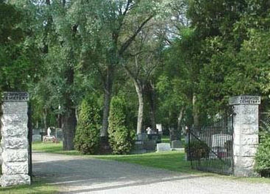 WINNIPEG (ELMWOOD) CEMETERY - CWGC