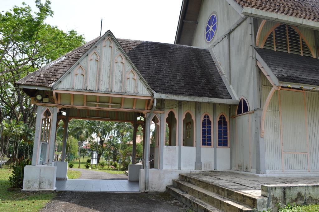 TAIPING (ALL SAINTS) CHURCHYARD - CWGC