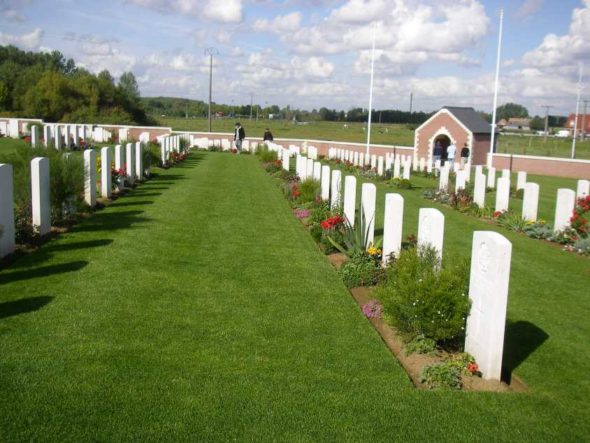 FROMELLES (PHEASANT WOOD) MILITARY CEMETERY - CWGC