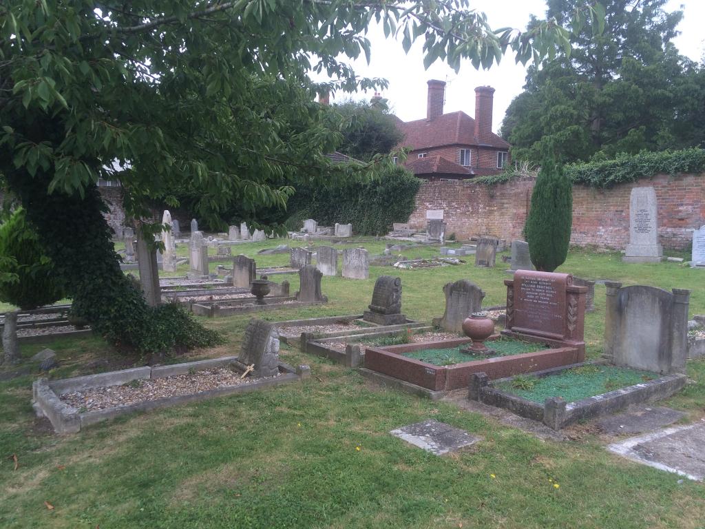 CORES END UNITED REFORMED CHURCHYARD - CWGC