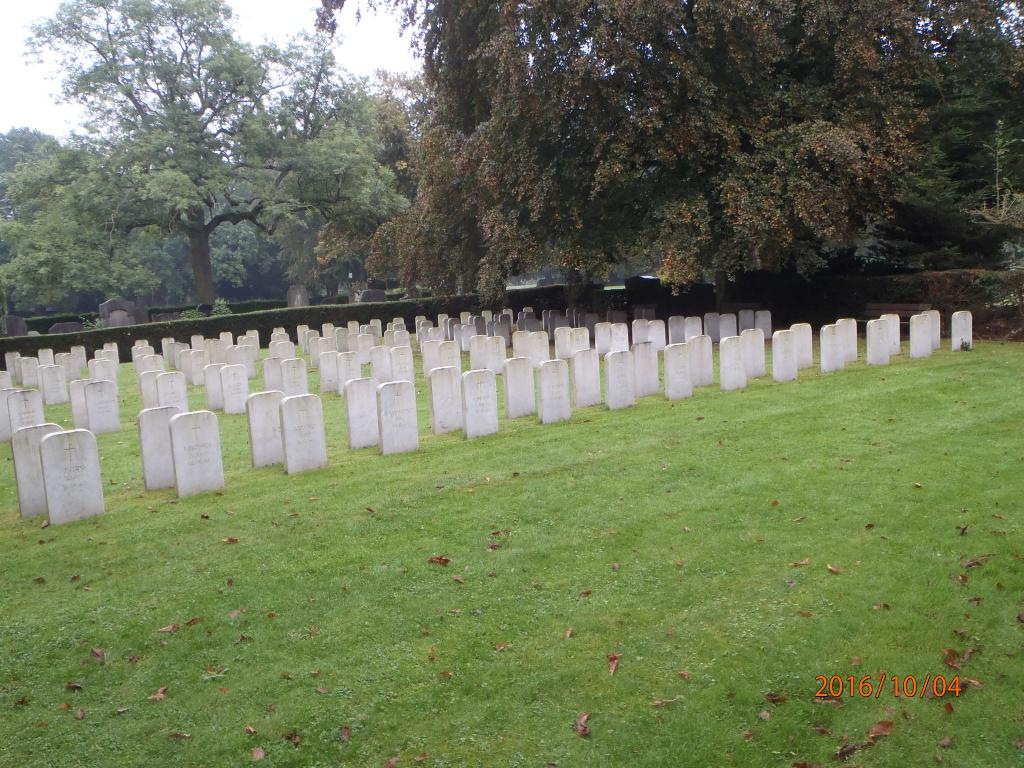 BRUSSELS TOWN CEMETERY BELGIAN AIRMEN'S FIELD OF HONOUR - CWGC