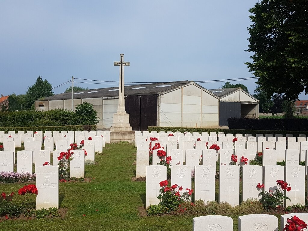 DICKEBUSCH NEW MILITARY CEMETERY EXTENSION - CWGC
