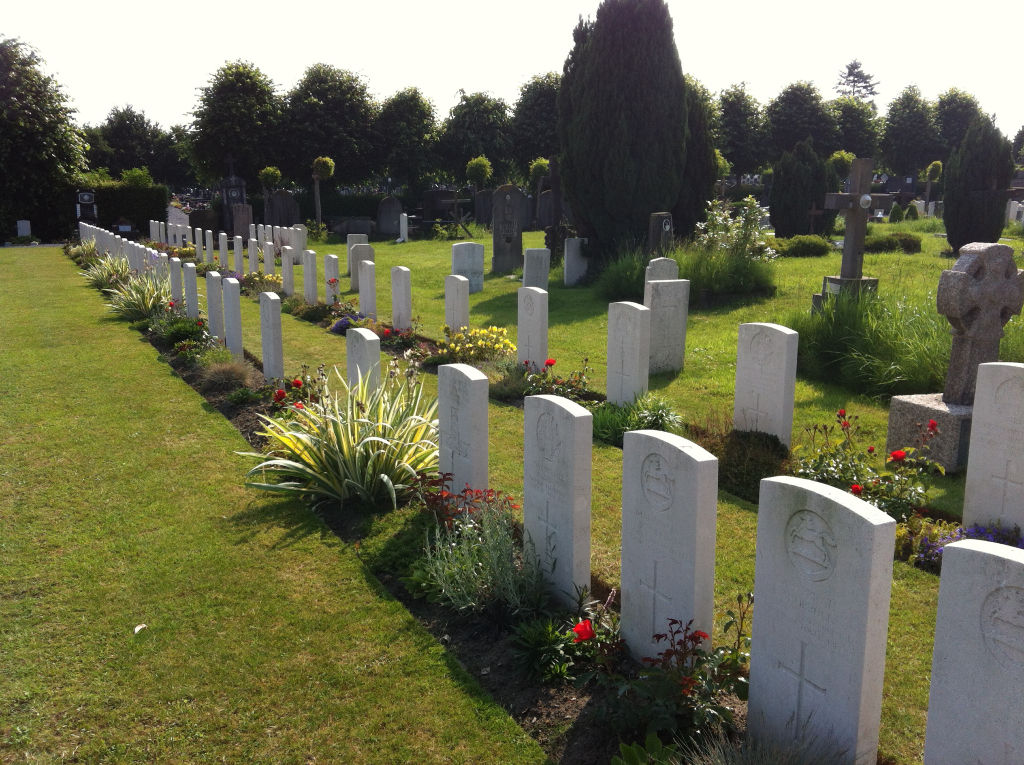 YPRES TOWN CEMETERY - CWGC