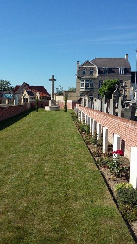 RENINGHELST CHURCHYARD EXTENSION - CWGC