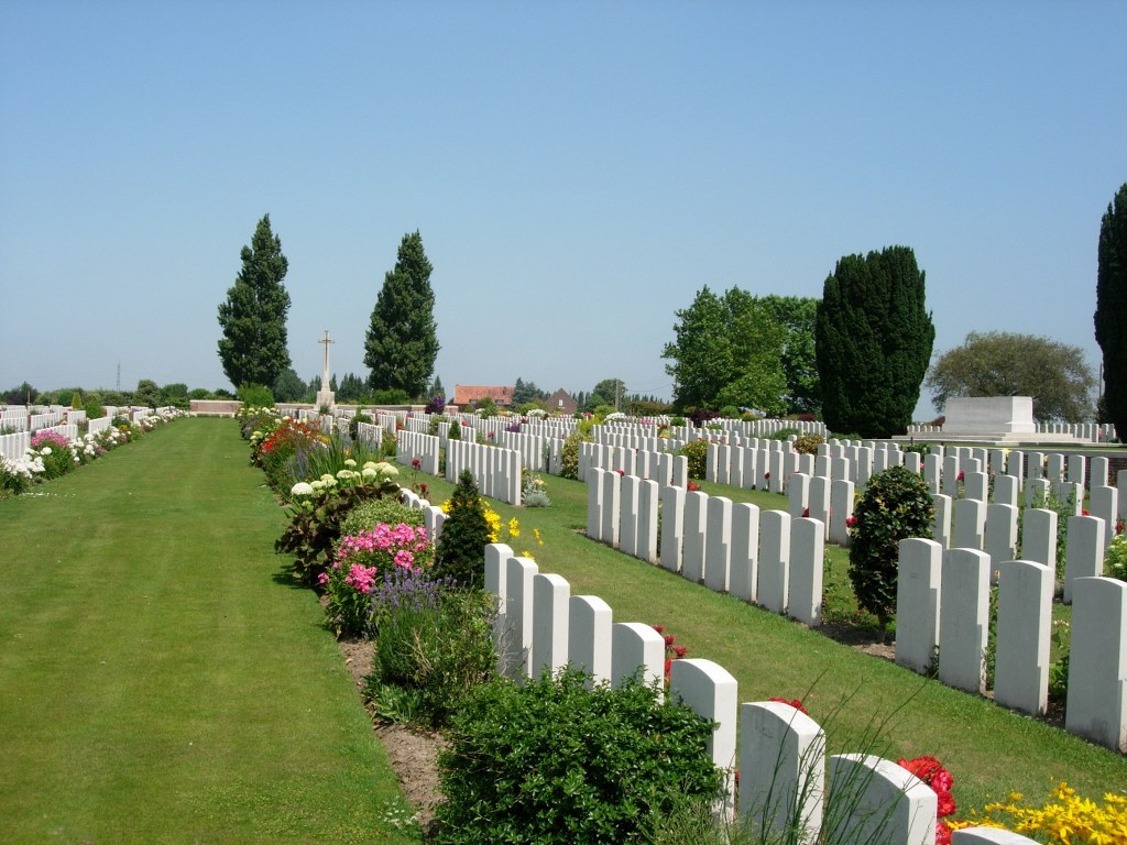 NEW IRISH FARM CEMETERY - CWGC