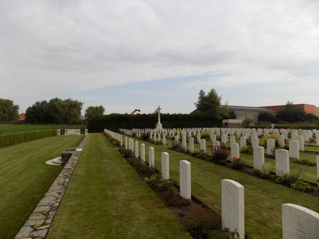 DRANOUTRE MILITARY CEMETERY - CWGC