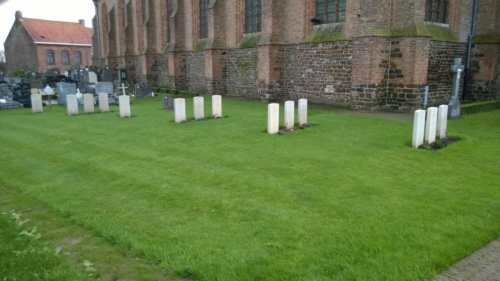 DRANOUTER CHURCHYARD - CWGC