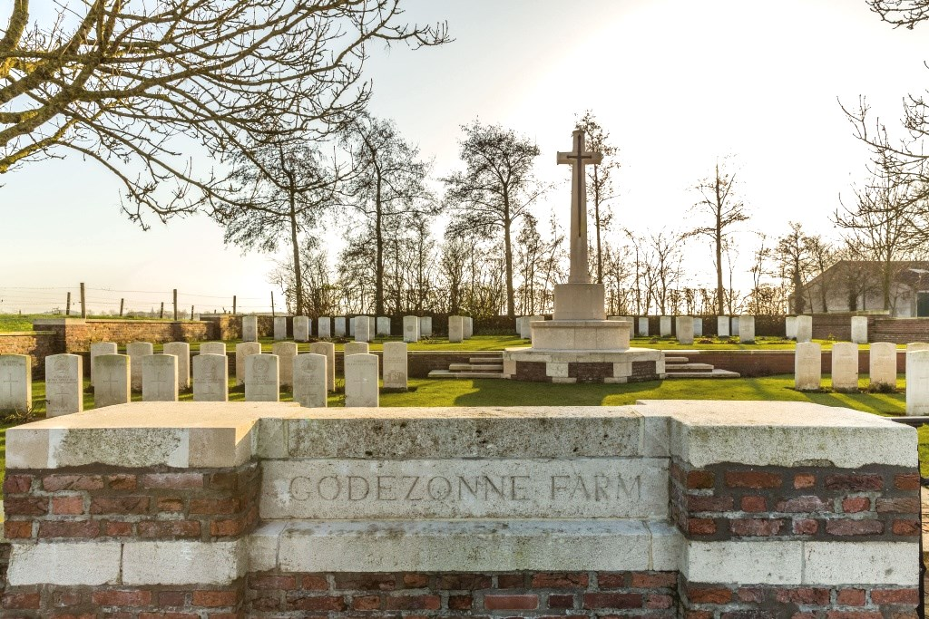 GODEZONNE FARM CEMETERY - CWGC