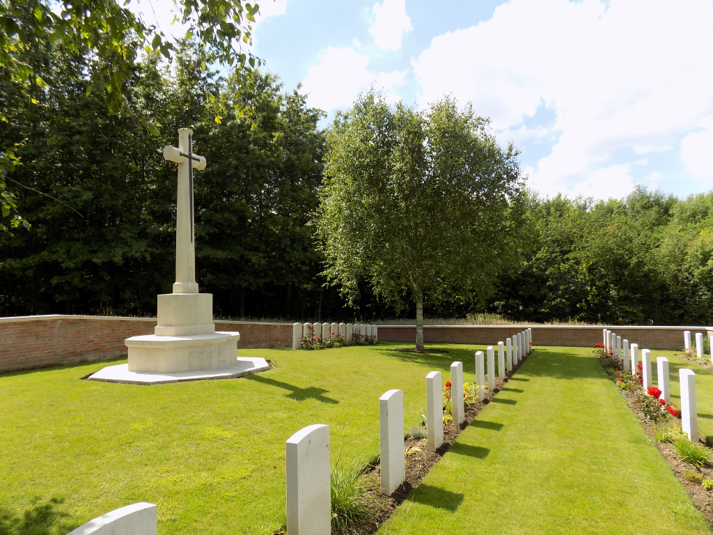 FIRST D.C.L.I. CEMETERY, THE BLUFF - CWGC