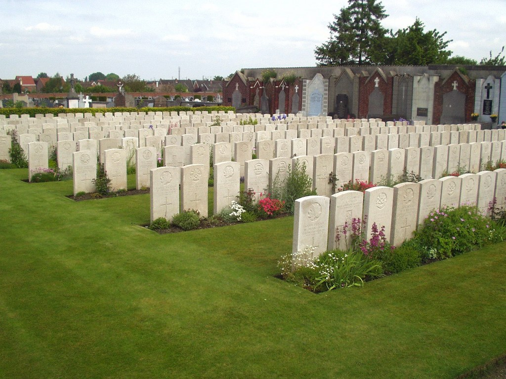 NOEUX-LES-MINES COMMUNAL CEMETERY - CWGC